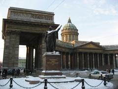 Тур в Петербург - Казанский собор - памятник Кутузову
