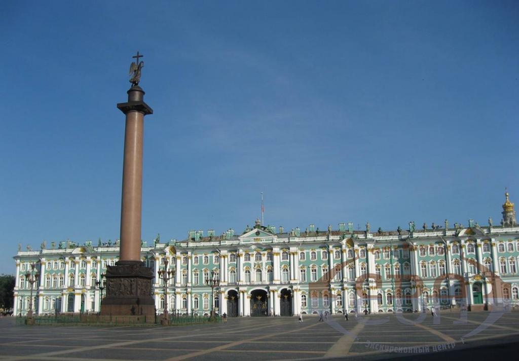 http://www.evatour.ru/imgs/8c/23/e7/02e547c66463-zimnij-dvoretz-aleksandrovskaya-kolonna.jpg